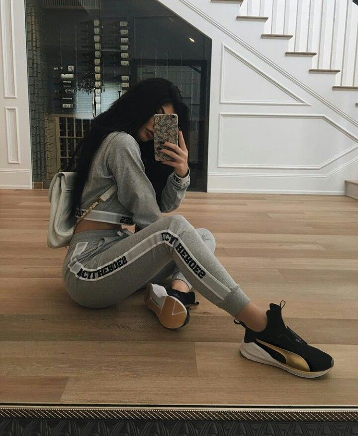 Kylie Jenner Mirror Selfie. Need to get those joggers and crop top. And that vintage floral phone case. And the hair. #goals
