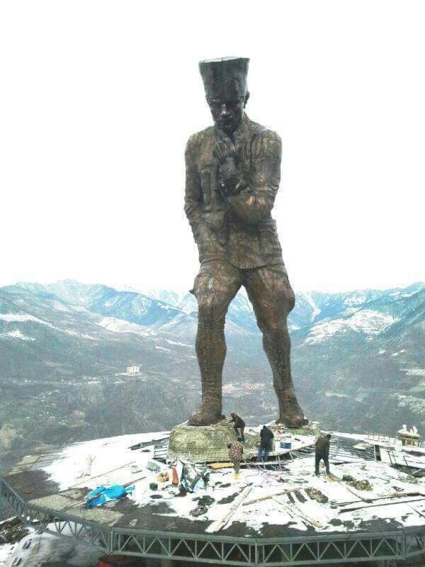 Artvinli bir vatandaşın 4 milyon harcayarak yaptırdığı en büyük ATATÜRK heykeli.