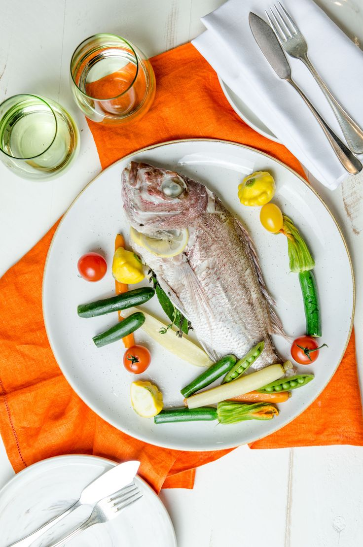 Delicately marinated snapper, join us in Garden Court Restaurant. Partager - The French art of sharing