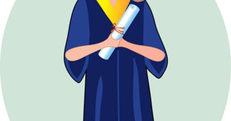 Como faço para receber um doutorado honorário em educação?. Um diploma honorário é um modo de homenagear uma pessoa notável. Geralmente, a universidade apresenta esse diploma de doutorado durante a cerimônia de formatura e a pessoa que o recebe faz um discurso.