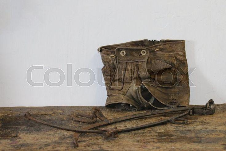 Lederhose ist allgemein die Bezeichnung für eine aus Leder gefertigte kurze oder lange Hose. Größere Verbreitung hat die Lederhose als Trachtenlederhose. | Stock-Foto | Colourbox on Colourbox   (c) HaKo Photo