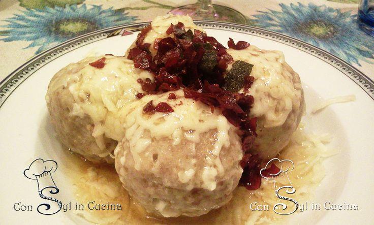 I Canederlisono un piatto che in molti reputano invernale, masecondo me è più da riciclo in cucina che stagionale! Trovate la ricetta su www.consylincucina.com