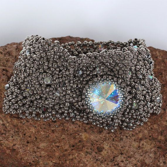 Beadwoven bracelet net nickel with Swarovski crystal. by Renarta