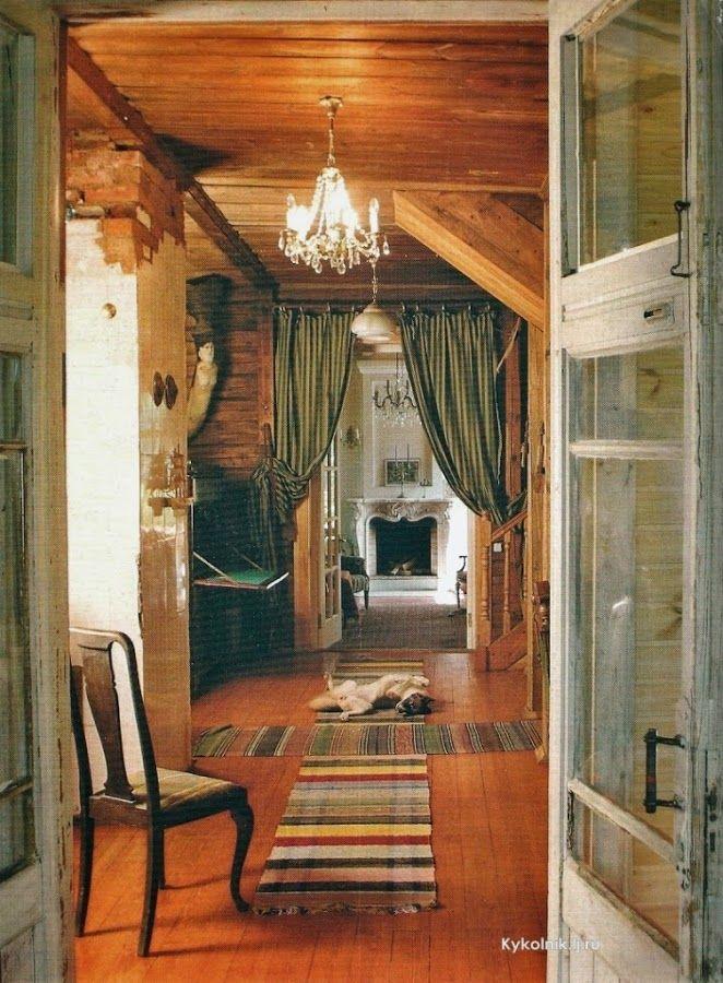 В подмосковном дачном поселке Николина Гора каждый дом обладает своей историей. Дача художников.