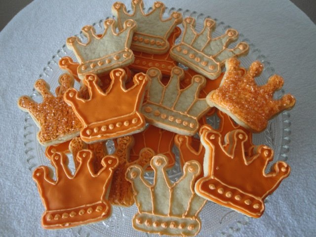 Three Kings Day / Dia de los Reyes -- decorated crown cookie idea