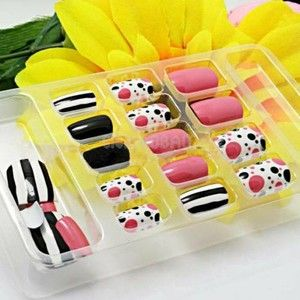 Super delicious fake nail set in a trendy pattern