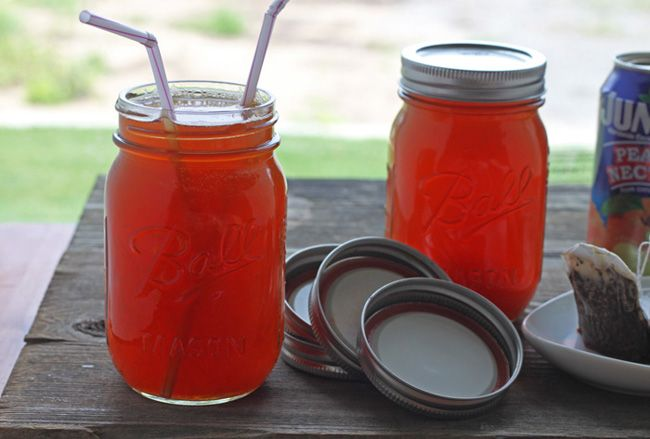Mason jar iced tea >> I make this but fill the remaining half with icecubes to make it instantly cold