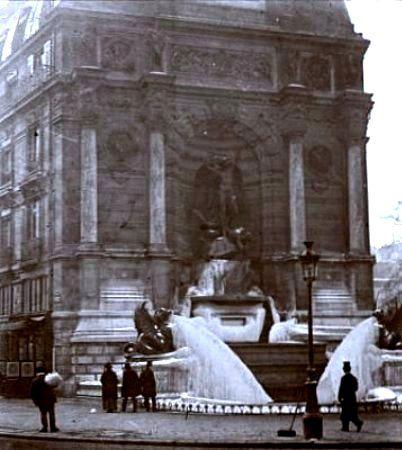 Paris, fontaine Saint-Michel gelée en Février 1895
