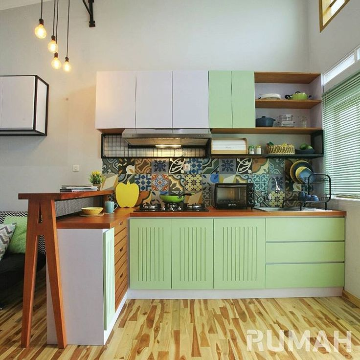 Selamat berakhir pekan sahabat RUMAH! Buat yang hobi masak, libur begini pasti asyik kalau mencoba resep-resep baru. Apalagi kalau dapurnya keren seperti yang ada di RUMAH edisi terbaru ini. Pasti jadi makin seru masaknya. Kalau kamu, ada rencana apa weekend ini? . Lokasi:Kediaman Keluarga Ghilky, Bandung, Jawa Barat Desainer Interior: Interlook Home & Interior Custom @interlook.co.id . #tabloidrumah #rumah357 #dapur #dapurcantik #desaindapur #kitchen #kitchenideas #homedecor #interior…