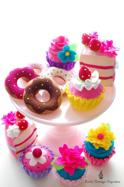 Such an awesomely creative, super cheerful assortment of beautiful felt desserts. #felt #crafts #food #felt_food #DIY #cute #kawaii #dessert #cake #doughnuts #cupcakes