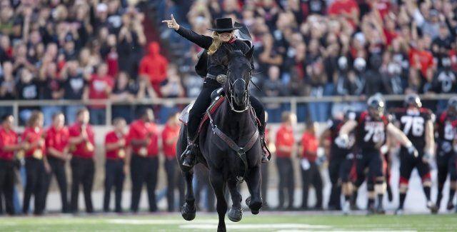 Texas Tech Mourns Mascot 'Midnight Matador'  The university's longest-serving horse passed away Feb. 3.