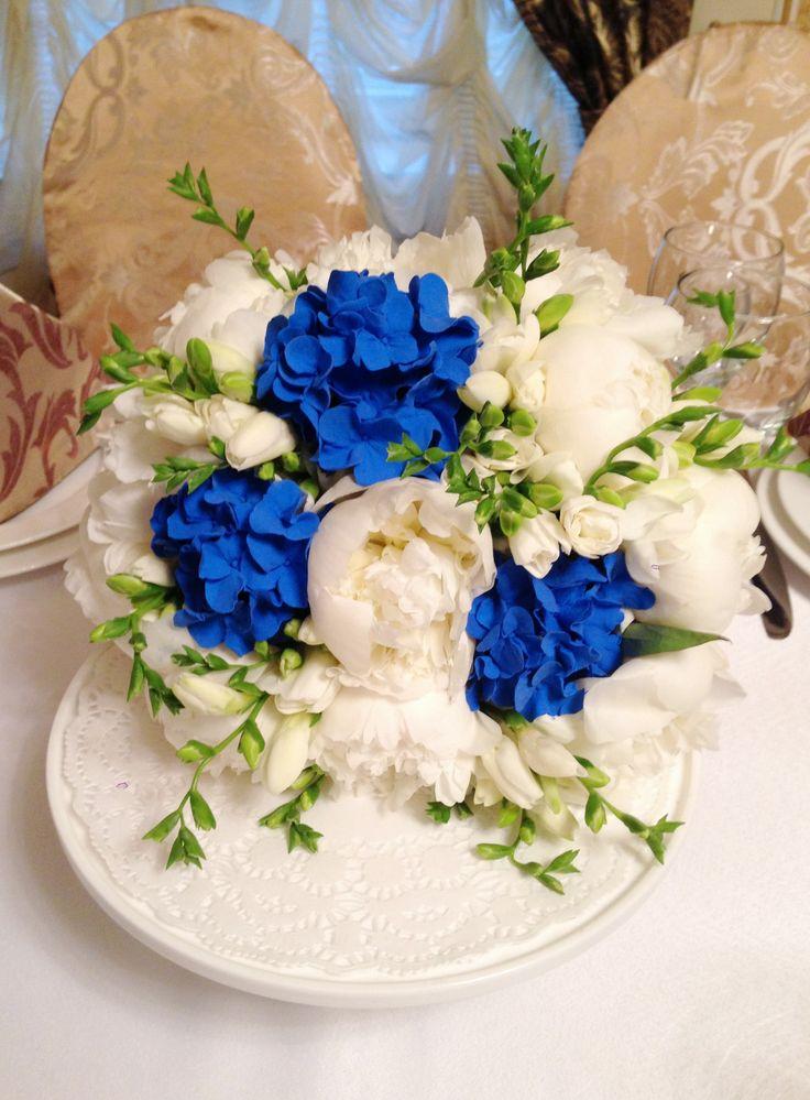 Синяя свадьба. Букет невесты в синем цвете. Пионы, фрезии и гортензия