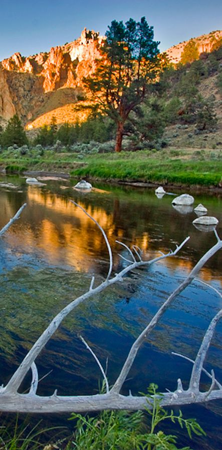 The Crooked River at Smith Rock Gorge near Redmond, Oregon • photo: failingjune on deviantart