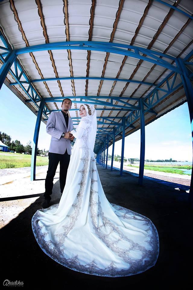 Costume : Maretha Classic Gothic Bridal Gown by Mama Meme Costume Makeup & Hijab : Dini Mudrika for Mama Meme Costume Photographer : Andika Nugraha for Akadika Photography Client : Maretha & Dicky