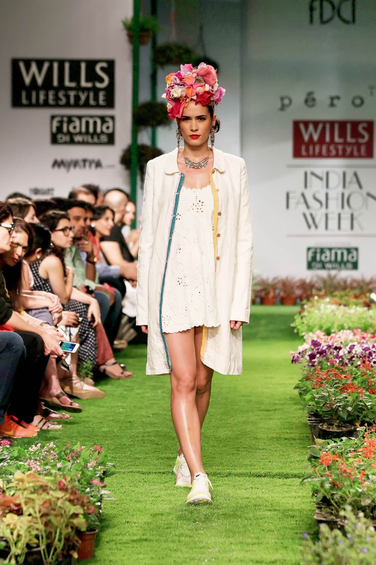 Angels in white from heaven came on earth, floated on florals path set out at aneeth arora's Spring/summer collection.#WIFW #AneethArora #Willslifestyle #Florals #Neon