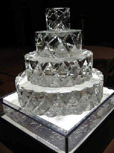 how to ice wedding cakes 1000 images about snow globe on wedding 15759