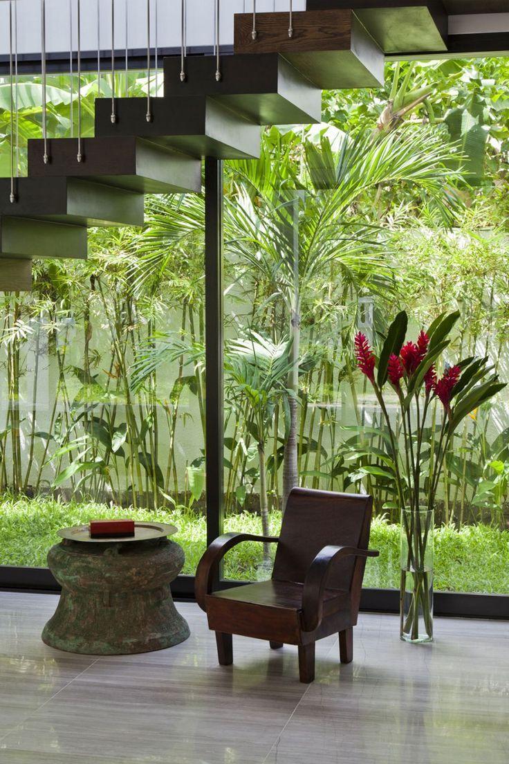 Jardim de inverno no corredor lateral.  Fotografia: http://www.decorfacil.com