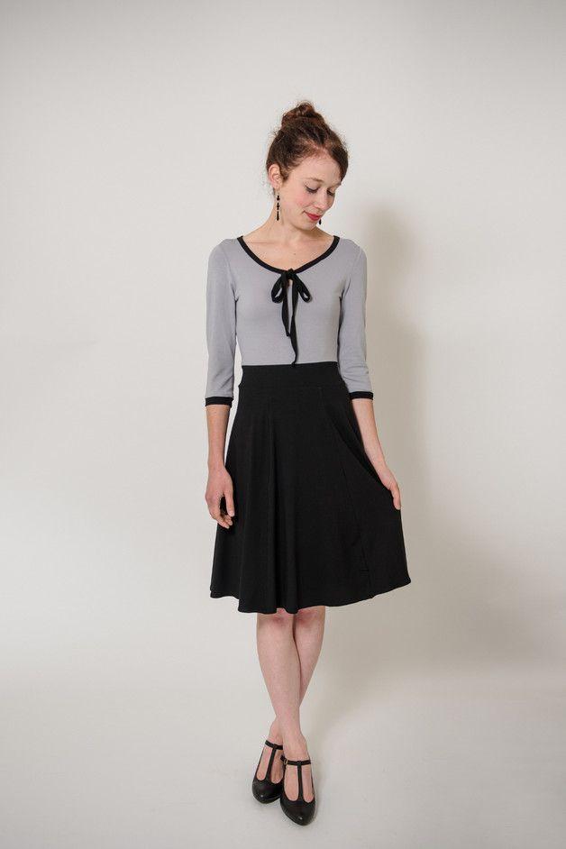 """Knielange Kleider - Kleid """"Sonntagskleid Schwarz"""" - Schluppenkleid - ein Designerstück von Ave-evA bei DaWanda"""