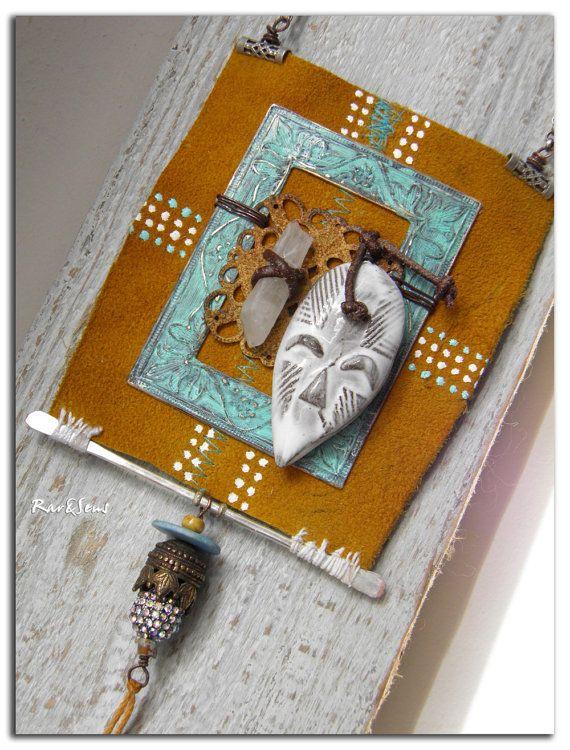 Long collier Ethnikchik masque en terre émaillée sur par rareetsens, €92.00