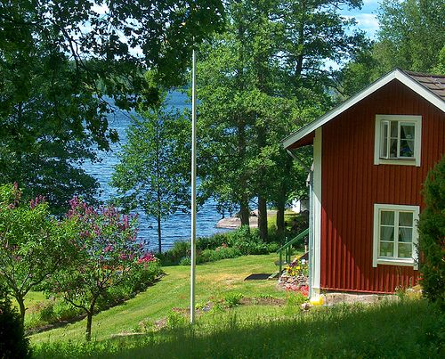 This Cottage by the lake would be the place I would wish to spend the rest of my life, I can almost hear the birds outside and the creak of the floor near the kitchen.