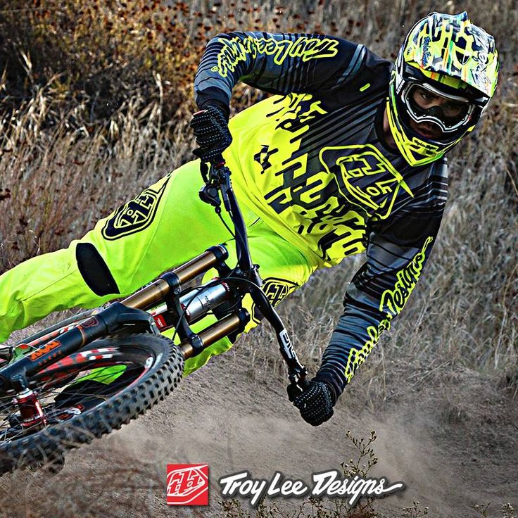 It wasn't easy to improve upon the class-leading design and function of the D2 helmet, but TLD made it happen. By integrating next-level safety devices and making functional improvements, they raised the bar for head protection in the genre with the Troy Lee Designs D3 Carbon MIPS Code Full Face Helmet.  #troyleedesigns #TLD #mtb #bike #mtblife #mountainbike #mountainbiking #bikelife #cycling #cyclinglife #enduro #downhill #bikersofig #bikersofinstagram #onlineshopping #onlinestore…