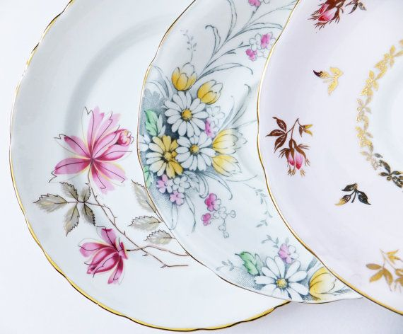 Hey, I found this really awesome Etsy listing at https://www.etsy.com/listing/189560750/instant-collection-of-vintage-china