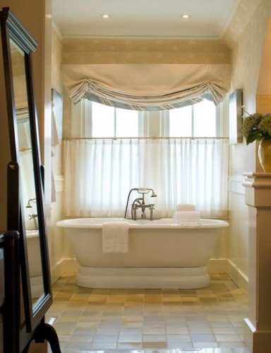 Sonar Con Baño Muy Bonito:Soaking Tub with Window