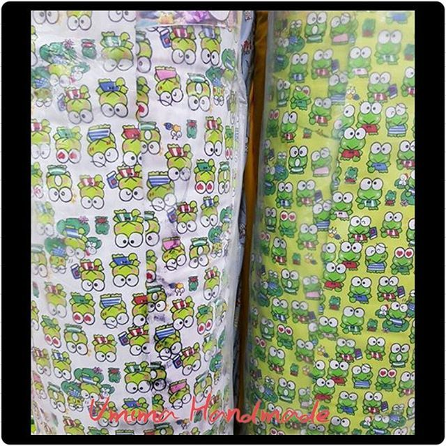 #keropi #keroppistuff #spreikodok #spreikombinasi #sprei #bedding #bedsheet #bedcover #bed #kerrokerropi #interior #green #spreihijau #interiordesign #bedroom #bedroomdesign #umimahandmade #umimahandmadecolection Katun Lokal / SET SPREI Single I (bed no 4) 100x200x20= IDR 125.000- Single II (bed no 3) 120x200x20= IDR 145.000- Queen (bed no 2) 160x200x20= IDR 185.000- King (bed no 1) 180x200x20= IDR 195.000- Extra King (Extra Besar) 200x200x20= IDR 215.000- Katun Lokal / SET SPREI & BEDCOVER…