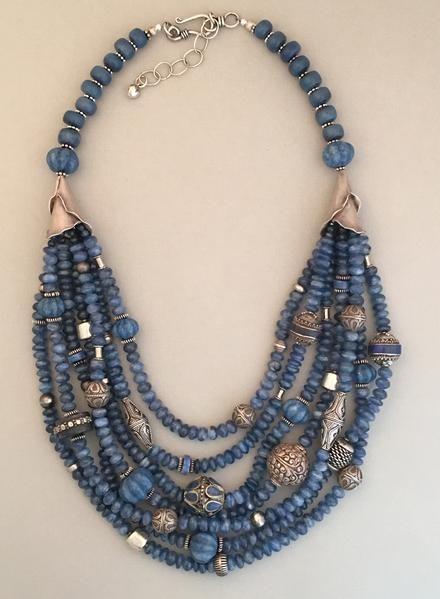 """Auffällige Halskette """"Kyanit mit mehreren Strängen und gemischtem Silber"""""""