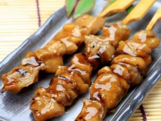 Yakitori au poulet | Gourmets de France, magazine gratuit de la gastronomie et d'art de vivre