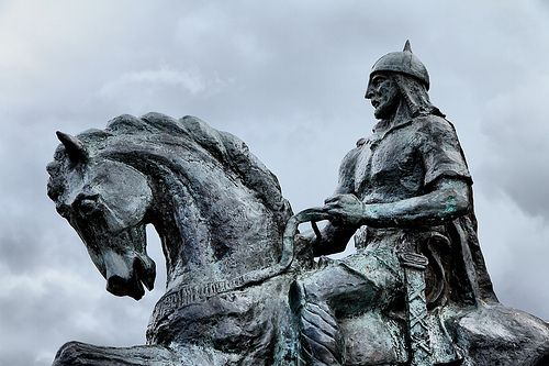 Figura 2 (Estátua equestre de Ibn Qasî, em Mértola)