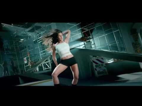 Hottest Navel & Cl3ave Exposure Katrina Kaif hot dance kamli !!SLOW MOTI...