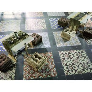 Carrelage carreau ciment patchwork carrés séparés par une bordure