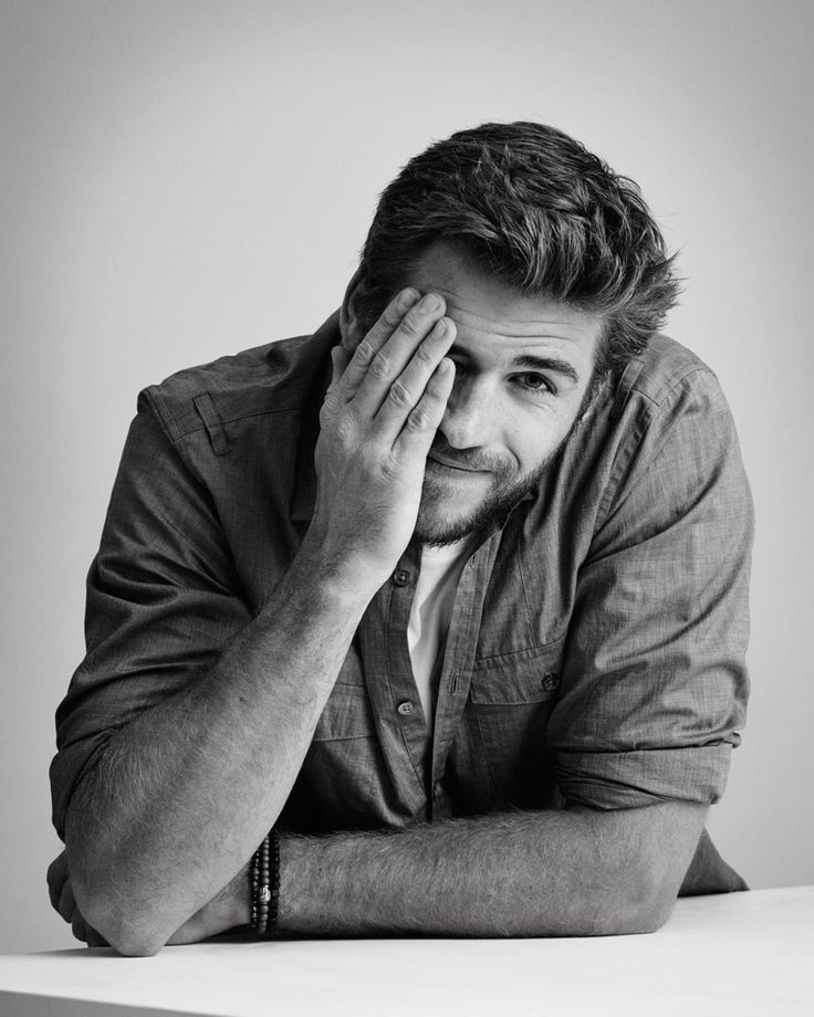 Liam Hemsworth | panempropaganda:   Peekaboo! The charming...