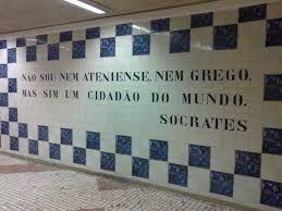 Lisboa - ... nas paredes da estação de metrô cidade universitária estão estes azulejos com palavras de Sócrates .... E eu ... nem Lisboa, nem Atenas ... sou de Campinas .... :o) - Fotolog