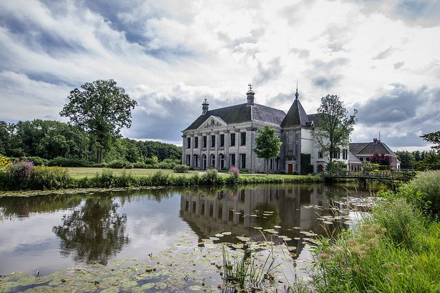 Singraven estate is beautifully situated along the Dinkel close to the village of Denekamp.