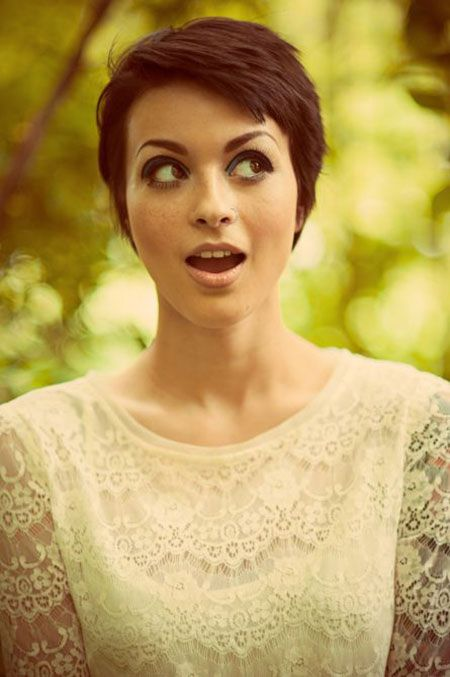 Dark Pixie Hairstyle / Short Hair styles and Cuts... Could never pull it off, but it's adorable