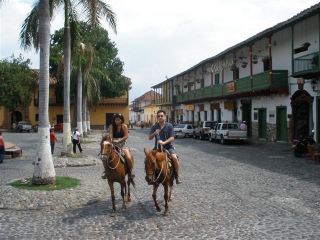 Un relajante paseo por la arquitectura colonial de #SantaFeDeAntioquia. #FotoDelDia EnMiColombia.com