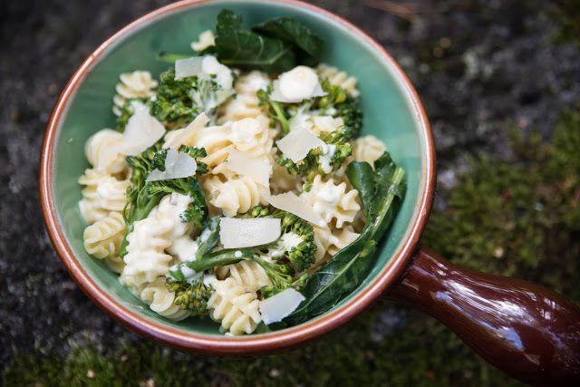 Broccoli med ostsås och pasta