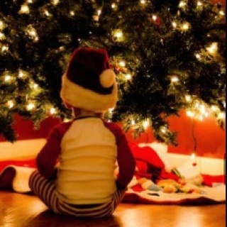 What are the odds of getting the kids to sit still?? Christmas picture ideas :)