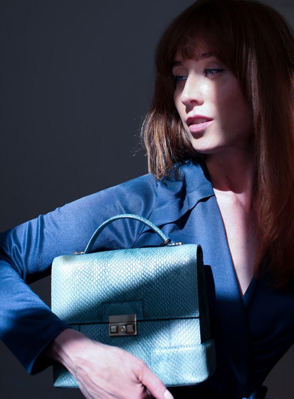 Marja Kurki PILVI/ DOROTHY purse worn by designer/stylist Sissi Ehrström. #marjakurki #mint #purses #luxury #fashion VIILEÄ MINTTU - SISSIS - Gloria.fi