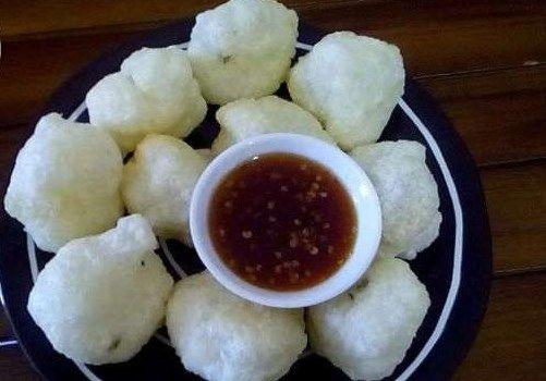 Makanan yang berasal dan mulai terkenal di Bandung ini adalah Cireng, yuk kita cari tahu resep dan cara membuat cireng yang enak gurih dan mantap ini