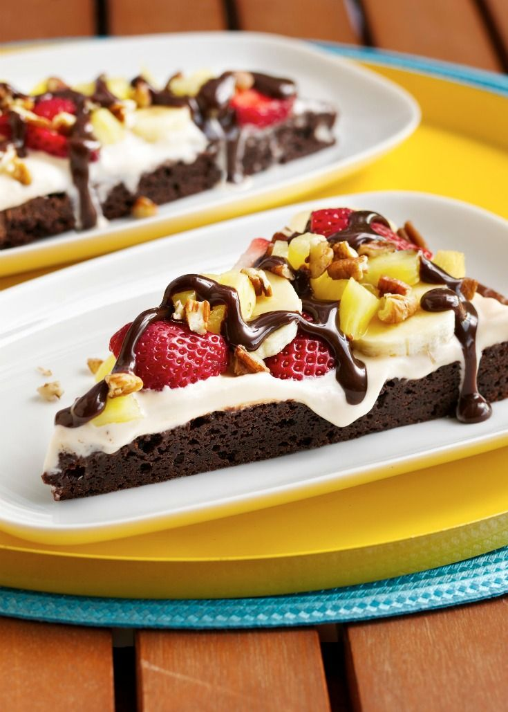 Enjoy all the decadence of a banana split sundae, plus a bonus layer of fudgy brownies! To keep banana slices from turning brown, brush with lemon juice before adding to the pizza!
