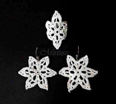 Mirtusz : Szerelemgyerekeim: A Mirtusz-gyűrűk  Filigrán fehér horgolt gyűrű és hozzáillő horgolt fülbevaló