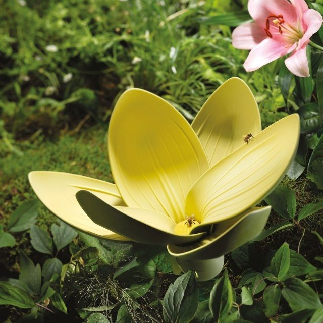 Zeal Reflecting Nature Large Lily Petal Spoon Rest   Random Colour