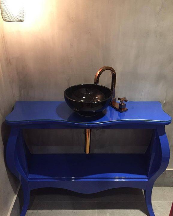 |JM-131| mais detalhes do lavabo: nossa cliente queria aproveitar sua antiga cômoda na casa nova mas não sabia como nem onde. Então nós pensamos em reformar tirar as gavetas e usar no lavatório! Ela topou...e esta aí o resultado Lindo moderno reutilizado!!! #reutilizar #reutilizado #sustentabilidade #ciment #metal #confort #marcenaria #arquiteturadeinteriores #architecture #architecture #archilovers #archidaily #arquitetura #arquitectura #interiordesign #interiordecor #decoration #decor…