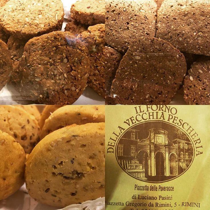 Biscotti!!!! Multicereali al farro integrali chia e quinoa proteici Kamut bacche di Goji crusca amaranto e quinoa....(zucchero di canna uova olio di girasole e NIENTALTRO) Per uno snack sano e gustoso al palato!!!!! #rimini2016 #rimini #ilfornodellavecchiapescheria #riminiwellness #riminitipica #breakfast #cake #biscuits #foodporn by il_forno_dellavecchiapescheria