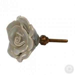 http://otthonkommando.blog.hu/2012/02/16/igy_is_feldobhatod_a_regi_butorod