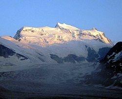 Le Grand Combin  situé dans le canton du Valais, est un sommet des Alpes suisses culminant à 4 314 mètres, entre le val de Bagnes et le val d'Entremont.