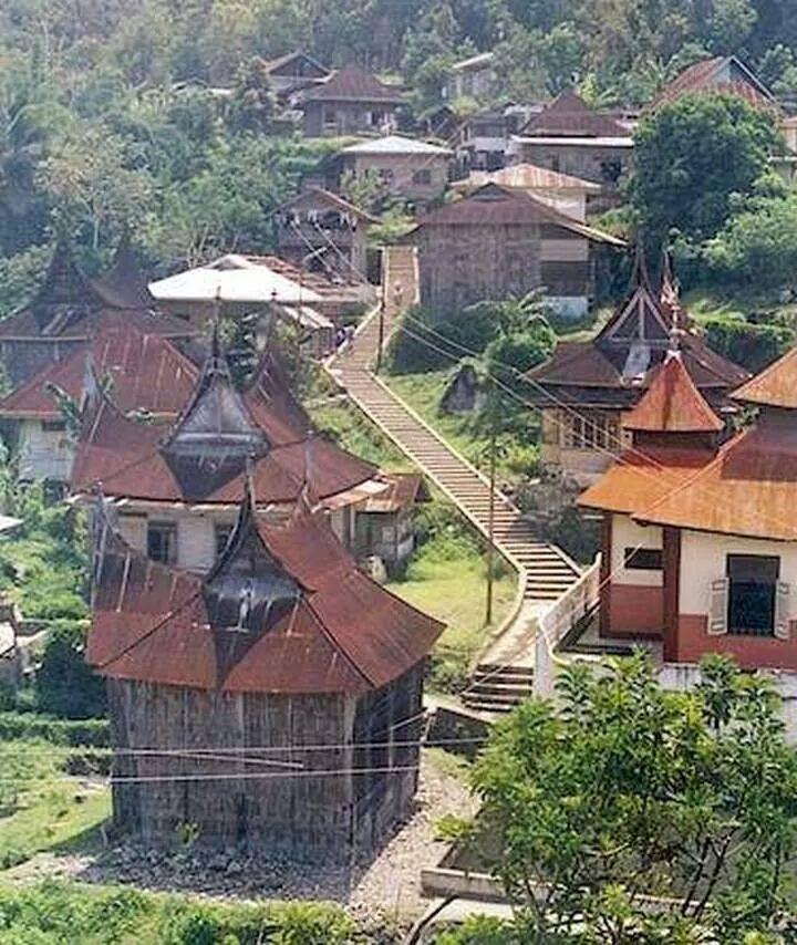 Desa Paringian. Oldest settlement in Minangkabau. Built along the slopes of Gunung Merapi, Padang Panjang – Batusangkar http://abouttourismannisa.blogspot.com/2014_04_01_archive.html